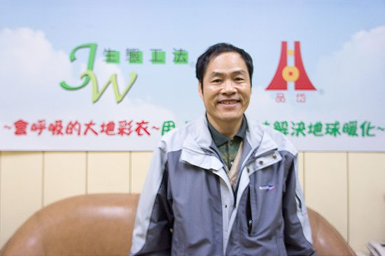 Mr. Jui-Wen (JW) Chen 陳瑞文, inventor of the JW Pavement Eco-Technology. (Photo by Mignon O'Young)