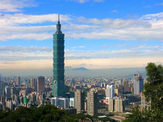 Taipei 101 is the world's tallest LEED v3 EB: O + M Platinum-certified building in the existing building operations and maintenance category. (Photo courtesy Taipei 101)